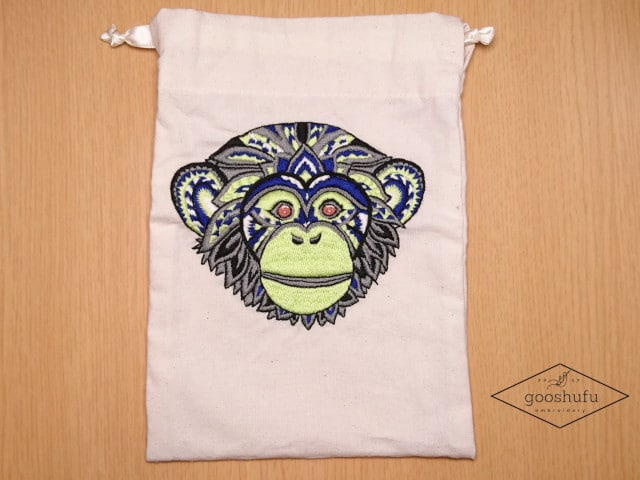 15㎝✖︎15㎝でチンパンジーを刺繍。エスニック柄の巾着袋作成。