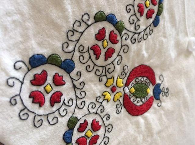 ハンガリー刺繍のポーチ