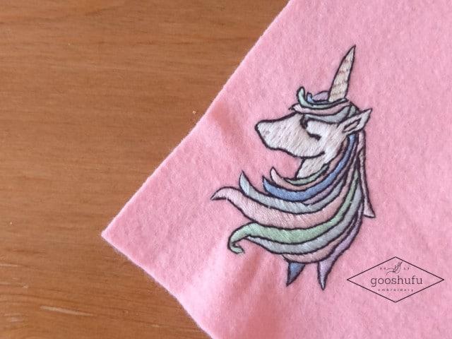 ユニコーン刺繍のワッペン。ゆめかわいい色に悩む。
